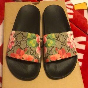 GG Blooms Supreme slide sandal.